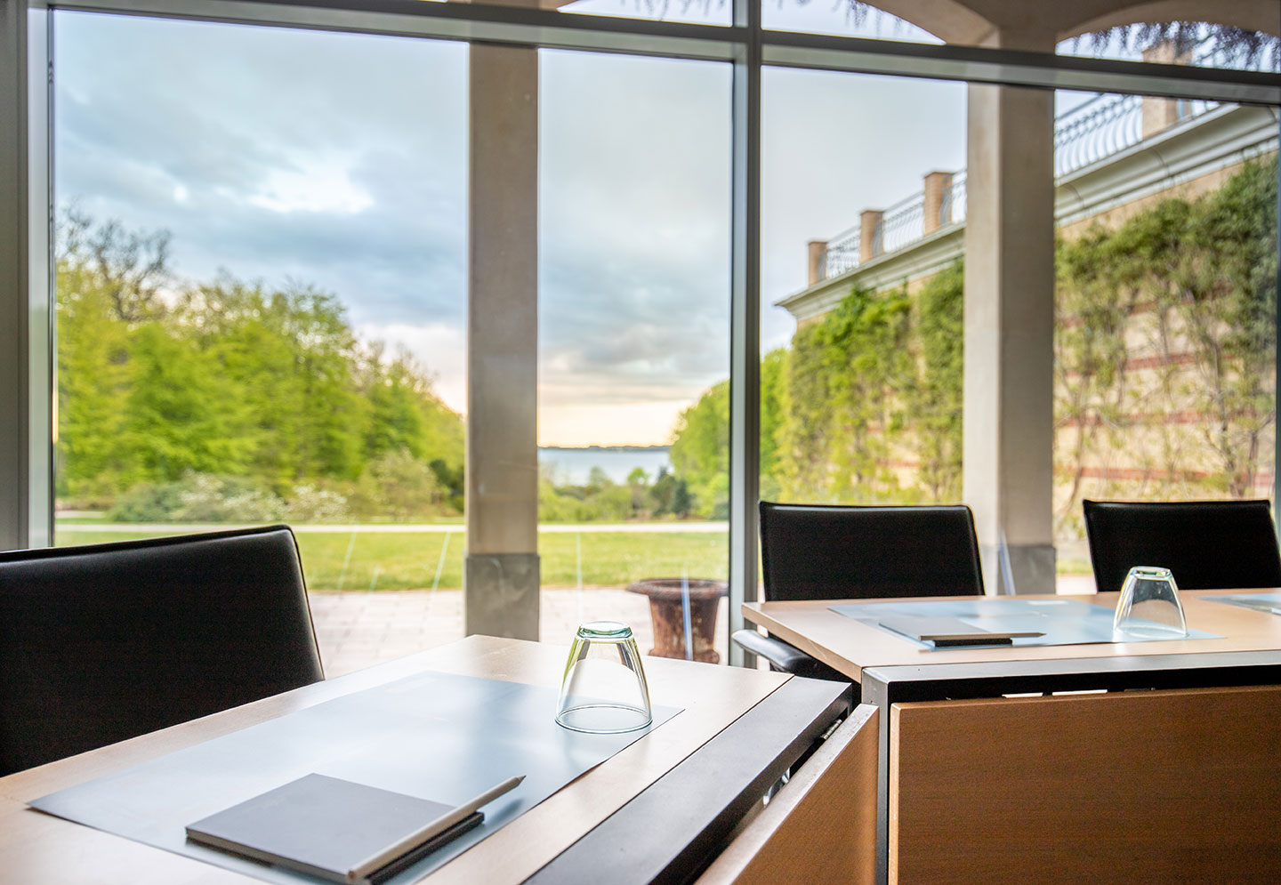 The majestic panoramic windows provide magnificent, clear views of the park and Vejle Fjord.